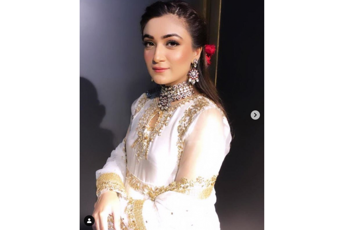 #UshnaHabib looks like a dream in this Choker