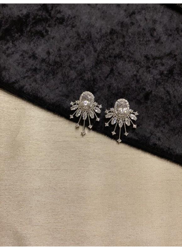 Spark Studs - Diamante